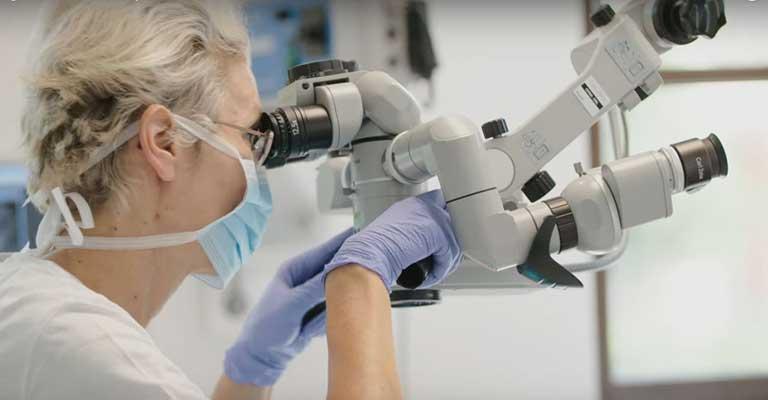 Dr Monica Chiperi - Wurzelbehandlung mit Mikroskop