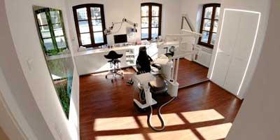 Behandlungsraum Praxis Dr. Chiperi