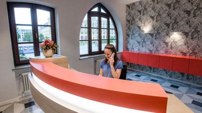 Wurzelbehandlung in München - Rezeption Zahnarztpraxis Dr. Monica Chiperi